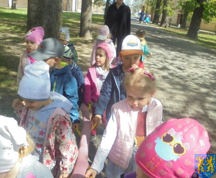 Przedszkolaki uwielbiają spacery25