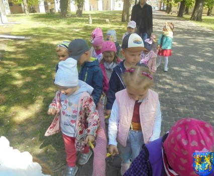 Przedszkolaki uwielbiają spacery26