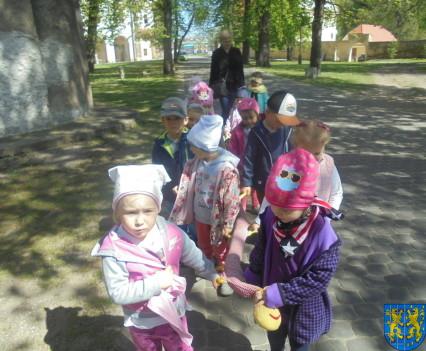Przedszkolaki uwielbiają spacery27