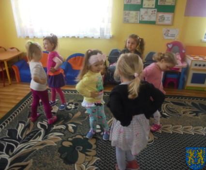 Rytmika rozwija dzieci111