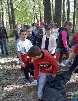 Wiosenne sprzątanie parku i terenu wokół Mauzoleum4