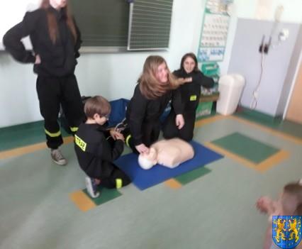 Udzielanie pierwszej pomocy16