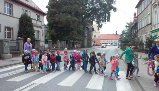 """Przedszkolaki zwiedzają swoją """"małą ojczyznę"""""""