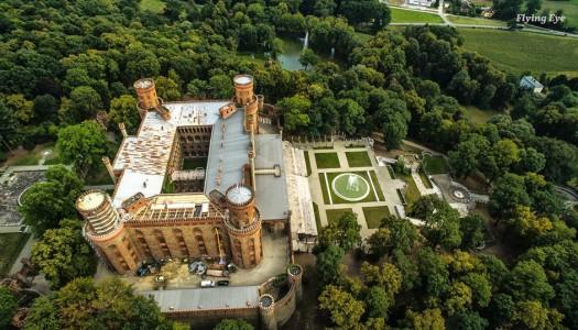 Zobacz Pałac z lotu ptaka