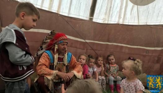 Przedszkolna wycieczka do Wioski Indiańskiej