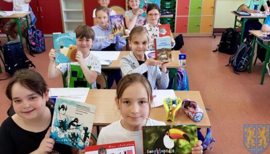 """""""Kto czyta książki, żyje podwójnie"""" – klasa 3b czytać chce!"""